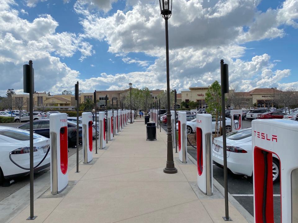 Tesla Supercharger location in Santa Clarita