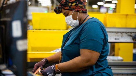 Amazon gives front-line workers a $500 coronavirus bonus