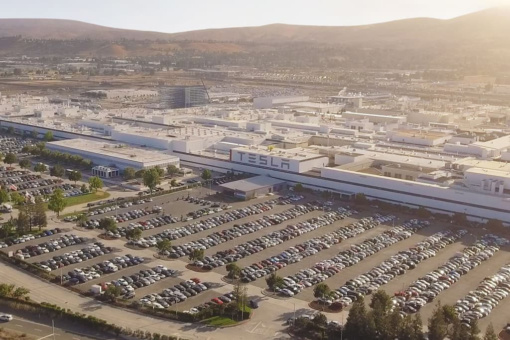 Elon Musk shares a rendering of Tesla's new factory in Berlin complete with rooftop solar panels and green space