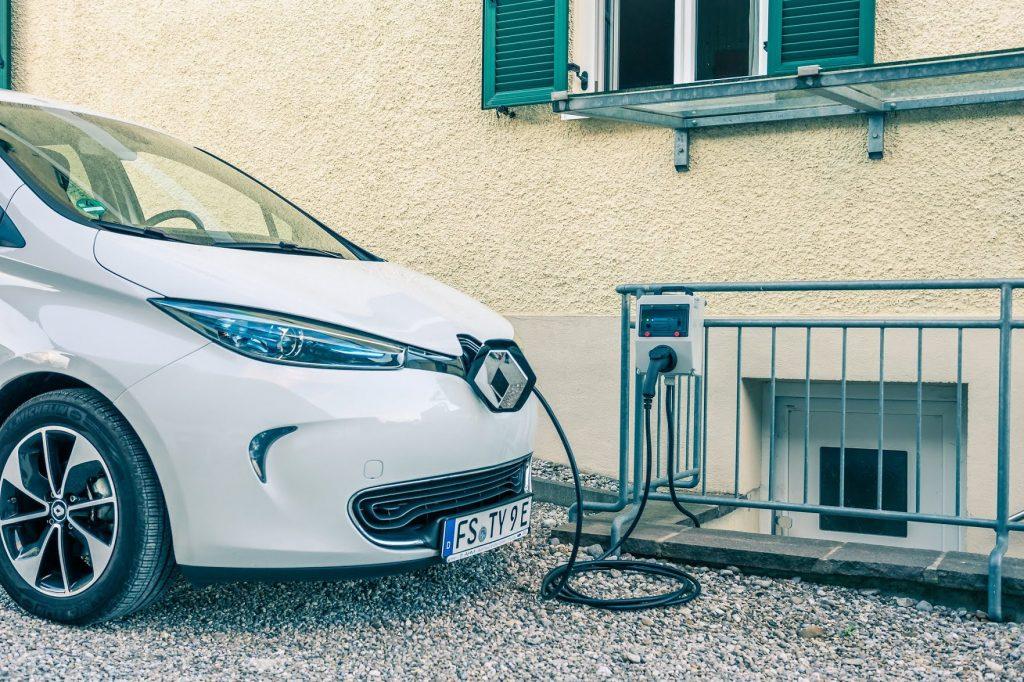 Above: Renault Zoe charging (Flickr: Jakob Harter)