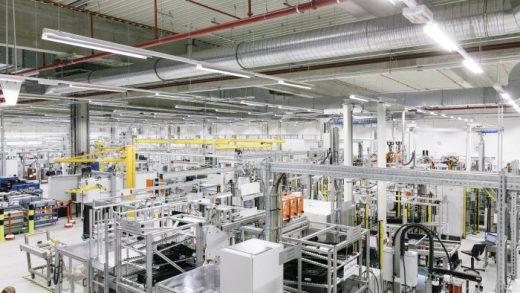 Deutsche ACCUmotive GmbH & Co. KG, Kamenz: Produktion von Lithium-Ionen-Batteriesystemen für automobile Anwendungen. / Deutsche ACCUmotive GmbH & Co. KG, Kamenz: Production of lithium ion battery systems for automobile applications.