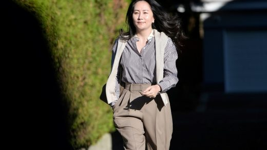 Meng Wanzhou leaves her home to attend Supreme Court for a hearing in Vancouver, Canada, on Nov. 25. Photographer: Darryl Dyck/Bloomberg