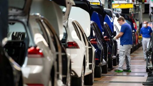 FILE PHOTO: VW re-starts Europe's largest car factory after coronavirus shutdown Reuters