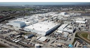 A snapshot from a drone flyover of the Tesla Fremont factory on June 29, 2018. [Credit: DarkSoldier 360/YouTube]