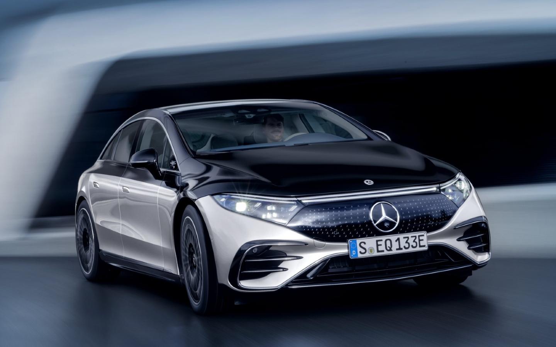 Mercedes-Benz EQS Tesla