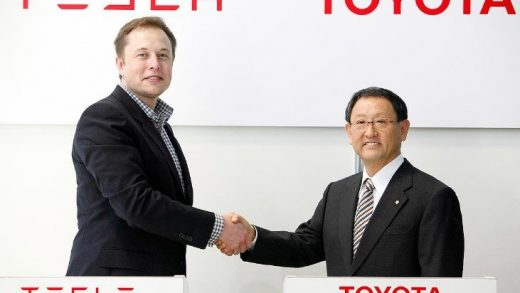 Toyota Motor Corp. President Akio Toyoda (R) shakes hands with Tesla Motor Inc. Chief Exective Elon Musk during a news conference in Tokyo November 12, 2010. The head of U.S. electric car maker Tesla Motors handed over the keys of a two-seater sports car made by the startup to the president of Toyota Motor Corp on Friday as they appeared in front of media for the first time since their shock tie-up in May. REUTERS/Issei Kato (JAPAN - Tags: TRANSPORT BUSINESS)
