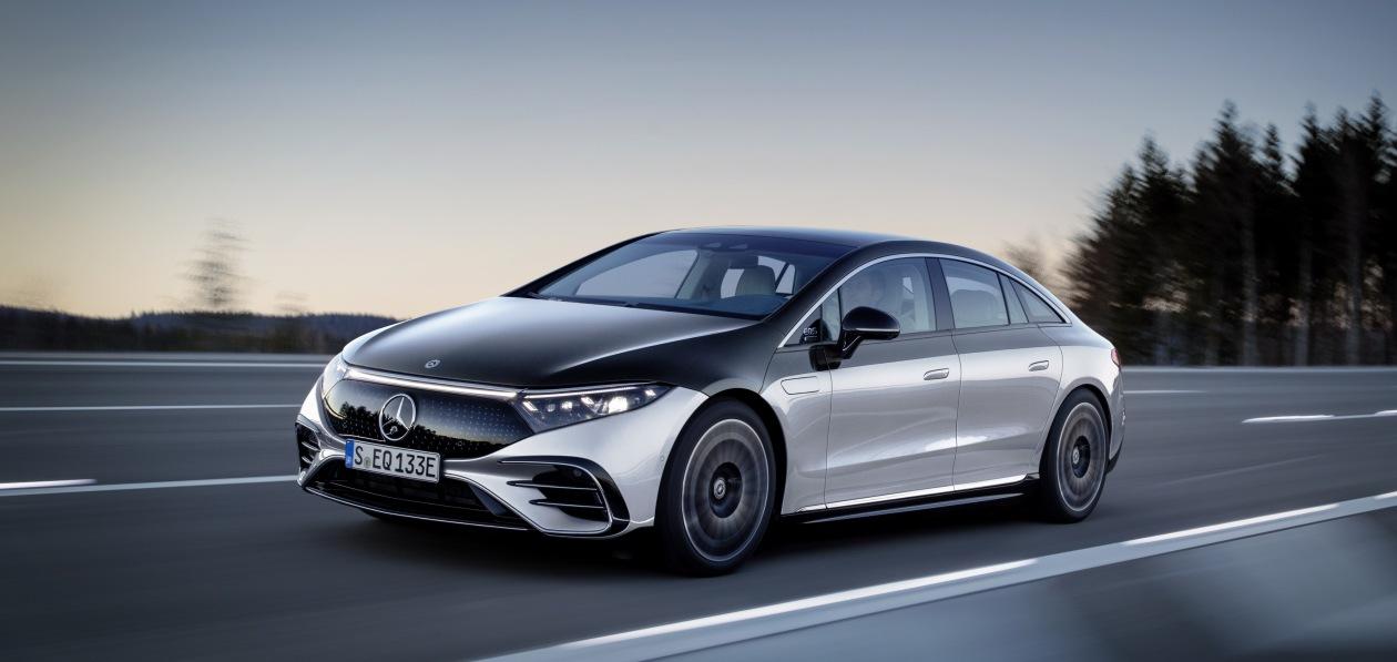 Mercedes-EQ, EQS 580 4MATIC, Exterieur, Farbe: hightechsilber/obsidianschwarz, AMG-Line, Edition 1;( Stromverbrauch kombiniert: 20,0-16,9 kWh/100 km; CO2-Emissionen kombiniert: 0 g/km);Stromverbrauch kombiniert: 20,0-16,9 kWh/100 km; CO2-Emissionen kombiniert: 0 g/km*