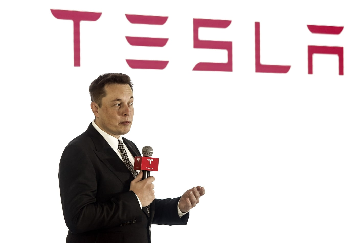 BEIJING, CHINA - OCTOBER 23: (CHINA OUT) Elon Musk, Chairman, CEO and Product Architect of Tesla Motors, addresses a press conference to declare that the Tesla Motors releases v7.0 System in China on a limited basis for its Model S, which will enable self-driving features such as Autosteer for a select group of beta testers on October 23, 2015 in Beijing, China. (Photo by Visual China Group via Getty Images/Visual China Group via Getty Images) VISUAL CHINA GROUP VIA GETTY IMAGES