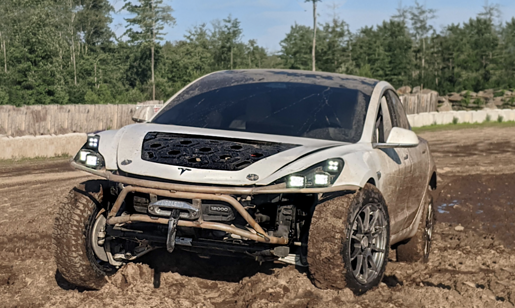 Credit: Rich Rebuilds/Twitter Tesla Model 3