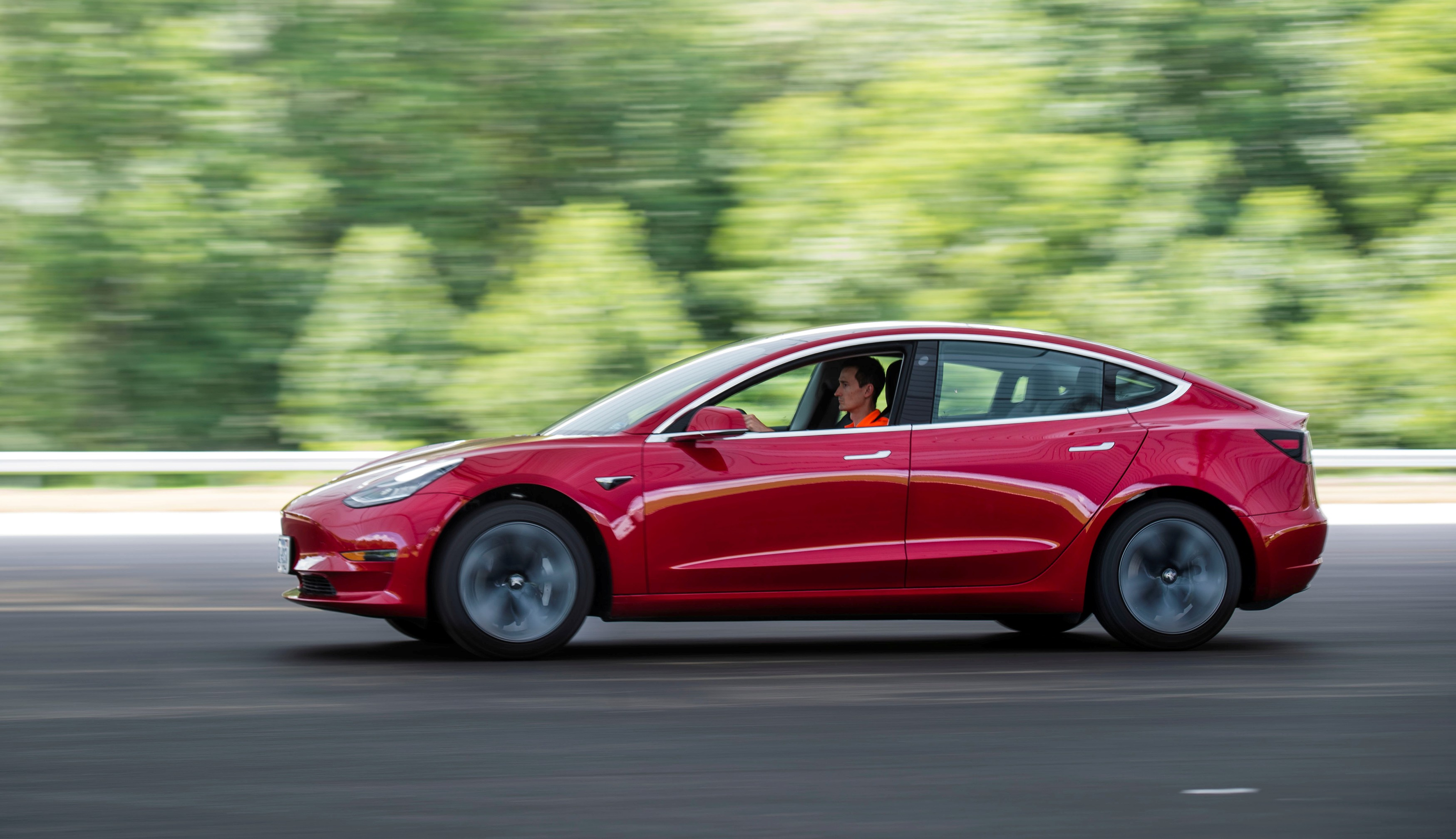 FILE PHOTO: Joe Young, media relations associate for the Insurance Institute for Highway Safety (IIHS), drives a 2018 Tesla Model 3 at the IIHS-HLDI Vehicle Research Center in Ruckersville, Virginia, U.S., July 22, 2019. Picture taken July 22, 2019. REUTERS/Amanda Voisard/File Photo