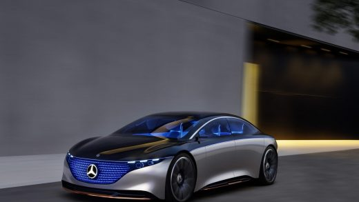 Mercedes EQS Tesla EV