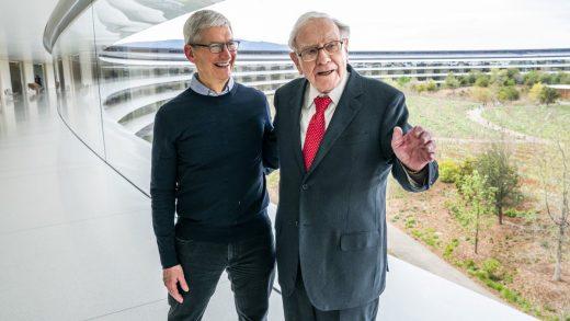 Warren Buffett And Tim Cook